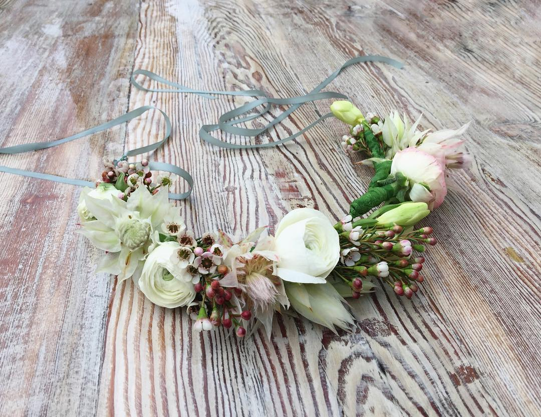 Crown — crown of ranunculus and blushing bride for a kitchen tea this weekend ?
