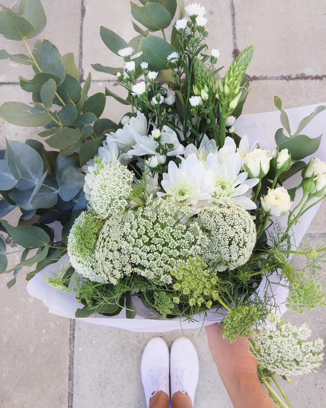 Classically beautiful. Today's Posy draws inspiration from many of the bridal bouquets that we have been making of late. Today's Posy is Queen Anne's with daisies, chincherinchees, fresh penny gum and sprays. Order online before 12:30pm for delivery today.  #Petalandpost#capetown#capetownflorist#florist#flowers#blooms#dailyblooms#posy#instadaily#flowerstagram#flowersofinstagram#southafrica#lovezabuyza#localzadesign#lovelocalza#hellopretty#capetownmag#cylcollective #capetownlikes#flowercrown#supportlocal#protea#flowercrown#crown#posylove#hair#wedding#photoshoot#local#botanical#theprettyblog