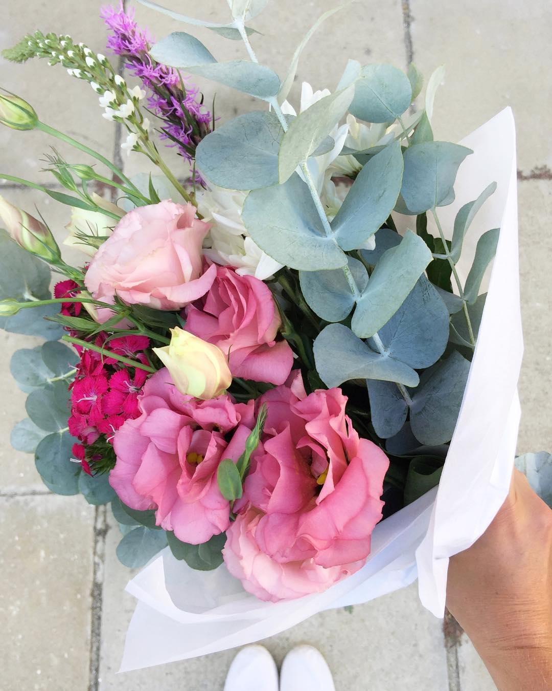 Posy perfection. Today Posy is lisianthus with sweet William, liatrus, sprays and penny gum. Order online before 12:30pm for delivery today.
