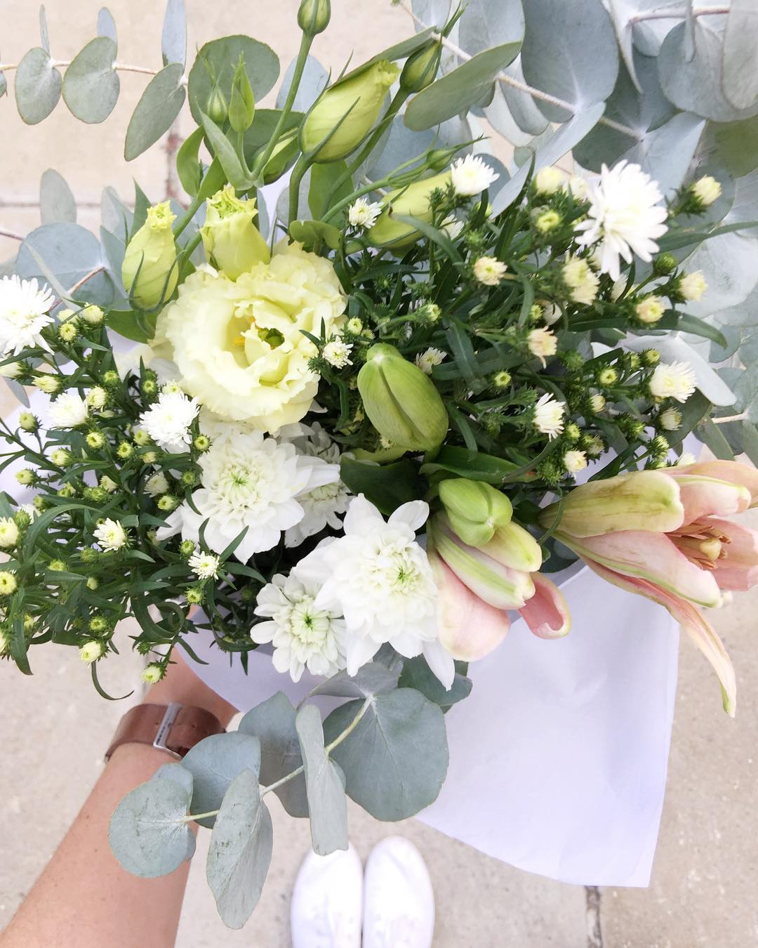 Today's posy is pink lilies with cream lisianthus, daisies, sprays and penny gum. Order before 12:30pm for delivery today.