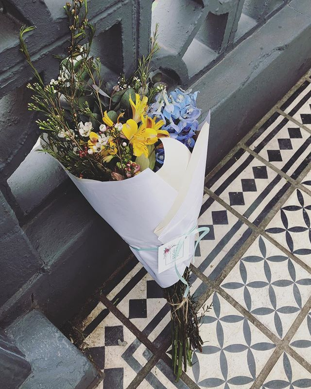 Posy surprises on doorsteps 🏠 It's the little things that count ☺️ . . . . . #Petalandpost#capetown#capetownflorist#florist#flowers#blooms#dailyblooms#posy#instadaily#flowerstagram#flowersofinstagram#southafrica#lovezabuyza#localzadesign#lovelocalza#hellopretty#capetownmag#cylcollective #capetownlikes#flowercrown#supportlocal#protea#flowercrown#crown#posylove#hair#wedding#photoshoot#local#botanical#theprettyblog
