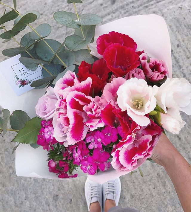 Today's hot summer Posy is godetia with lilac roses, sweet William and penny gum. Order before 12:30pm for delivery today. #Petalandpost#capetown#capetownflorist#lovezabuyza#localzadesign#lovelocalza#hellopretty#capetownmag#cylcollective #capetownlikes#supportlocal#posylove#wedding#local#botanical#theprettyblog#gardenday#capetowninfo#handmadeincapetown#madeinsouthafrica#lokalza#durbanville#proudlysouthafrican