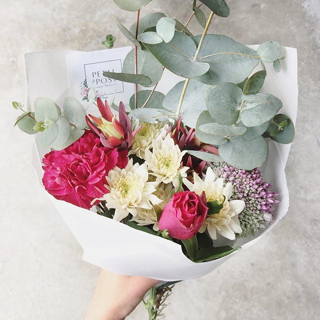 Today's Posy is roses with carnations, sprays, alium, blush leucadendron and penny gum. Order online before 12:30 for delivery this afternoon. . . . . #Petalandpost#capetown#capetownflorist#lovezabuyza#localzadesign#lovelocalza#hellopretty#capetownmag#cylcollective #capetownlikes#supportlocal#posylove#wedding#local#botanical#theprettyblog#gardenday#capetowninfo#handmadeincapetown#madeinsouthafrica#lokalza#durbanville#proudlysouthafrican