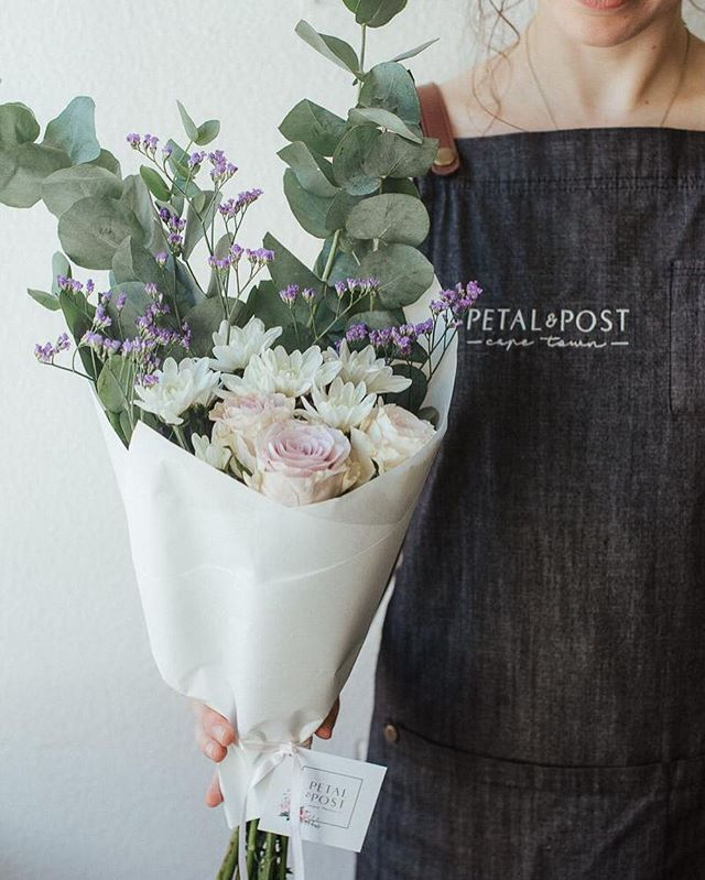 This morning we have @lara.jess.photography in the Petal&Post Studio. Lara takes magical pictures ✨  Today's Posy is roses, sprays, limonium and penny gum. Order online before 12:30pm for delivery this afternoon. #Petalandpost#capetown#capetownflorist#lovezabuyza#localzadesign#lovelocalza#hellopretty#capetownmag#cylcollective #capetownlikes#supportlocal#posylove#wedding#local#botanical#theprettyblog#gardenday#capetowninfo#handmadeincapetown#madeinsouthafrica#lokalza#durbanville#proudlysouthafrican