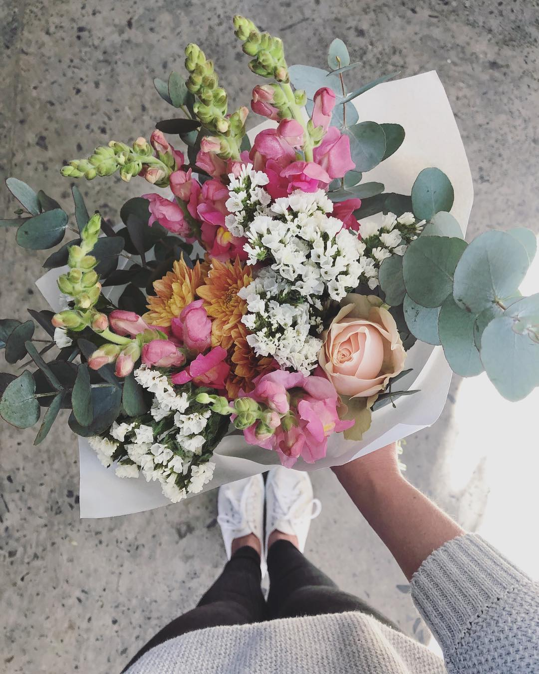Today's beautiful Posy is beautiful snapdragons with white statice, peach roses 🍑 and penny gum. Order online before 12:30pm for delivery today. . . #Petalandpost#capetown#capetownflorist#lovezabuyza#localzadesign#lovelocalza#hellopretty#capetownmag#cylcollective #capetownlikes#supportlocal#posylove#wedding#local#botanical#theprettyblog#gardenday#capetowninfo#handmadeincapetown#madeinsouthafrica#lokalza#durbanville#proudlysouthafrican