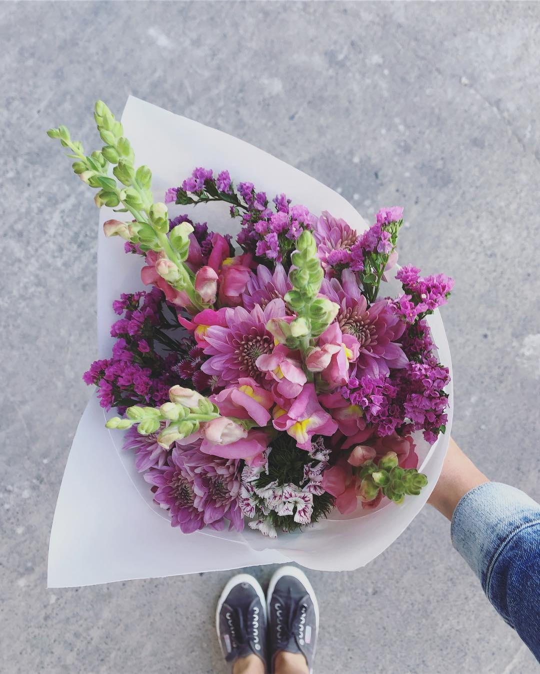 Today's Posy is pretty snapdragons with statice, sprays and sweet William. Order online before 12:30pm for delivery today. . . . . #Petalandpost#capetown#capetownflorist#lovezabuyza#localzadesign#lovelocalza#hellopretty#capetownmag#cylcollective #capetownlikes#supportlocal#posylove#wedding#local#botanical#theprettyblog#gardenday#capetowninfo#handmadeincapetown#madeinsouthafrica#lokalza#durbanville#proudlysouthafrican