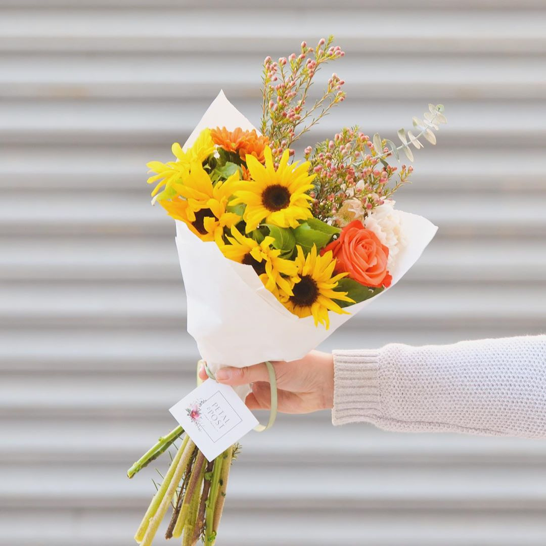 Mini-sunflowers 🌻🌻🌻 If this doesn't put a smile on that face, I'm not sure what will! 😉 Today's Posy includes mini sunflowers with red wax, roses, champagne chrysanthemums and penny gum & is available for order online until 1pm today . . #Petalandpost#capetown#capetownflorist#lovezabuyza#localzadesign#lovelocalza#hellopretty#capetownmag#cylcollective #capetownlikes#supportlocal#posylove#wedding#theprettyblog#capetowninfo#handmadeincapetown#madeinsouthafrica#lokalza#durbanville#proudlysouthafrican#workingwomanwednesday#lovecapetown#secretcapetown#capetownetc#capetownliving#capetownmag#whatsonincapetown