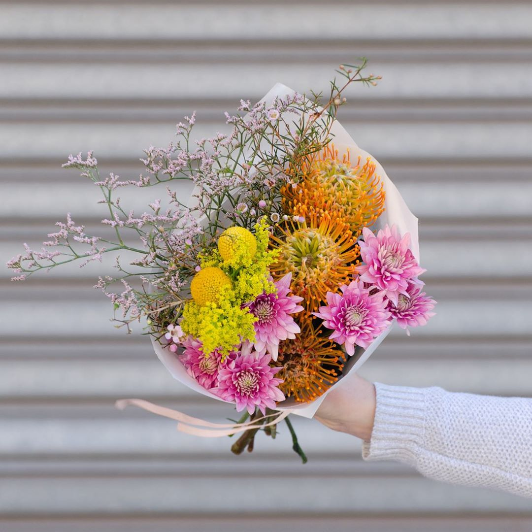 Happiness is sweet sweet billy buttons 💛 Today we have pincushion proteas with billy buttons, limonium, golden rod and chrysanthemums. Order online before 1pm for delivery today . . . . #Petalandpost#capetown#capetownflorist#lovezabuyza#localzadesign#lovelocalza#hellopretty#capetownmag#cylcollective #capetownlikes#supportlocal#posylove#wedding#local#botanical#theprettyblog#gardenday#capetowninfo#handmadeincapetown#madeinsouthafrica#lokalza#durbanville#proudlysouthafrican