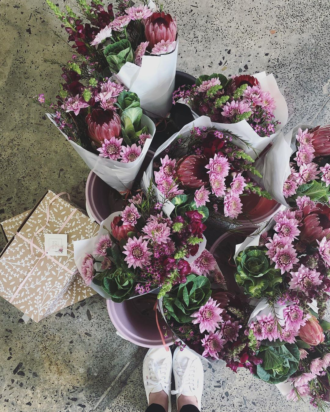 It feels a bit like Christmas in here! Petal&Post Gift Boxes and Kale & Protea Posies for the Durbanville Route.  We have 2 Posies left for delivery today – order quick 🎁 We are closing orders at 2pm today . . . #Petalandpost#capetown#capetownflorist#lovezabuyza#localzadesign#lovelocalza#hellopretty#capetownmag#cylcollective #capetownlikes#supportlocal#posylove#wedding#local#botanical#theprettyblog#gardenday#capetowninfo#handmadeincapetown#madeinsouthafrica#lokalza#durbanville#proudlysouthafrican
