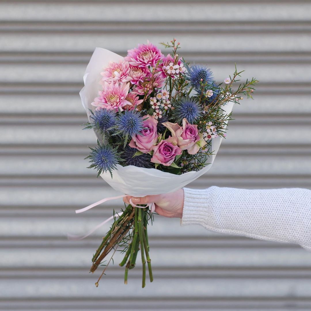 Wednesday's Posy is enchanting sea holly with lilac roses, gerladton wax and chrysanthemums. Order online before 1pm for delivery today . . . #Petalandpost#capetown#capetownflorist#lovezabuyza#localzadesign#lovelocalza#hellopretty#capetownmag#cylcollective #capetownlikes#supportlocal#posylove#wedding#local#botanical#theprettyblog#gardenday#capetowninfo#handmadeincapetown#madeinsouthafrica#lokalza#durbanville#proudlysouthafrican
